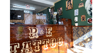 Tattoo shop receptionist need in busy shop